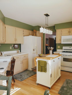 Tiny photo for 560 Bradbury Lane, Unit Number 560, Geneva, IL 60134 (MLS # 10606474)