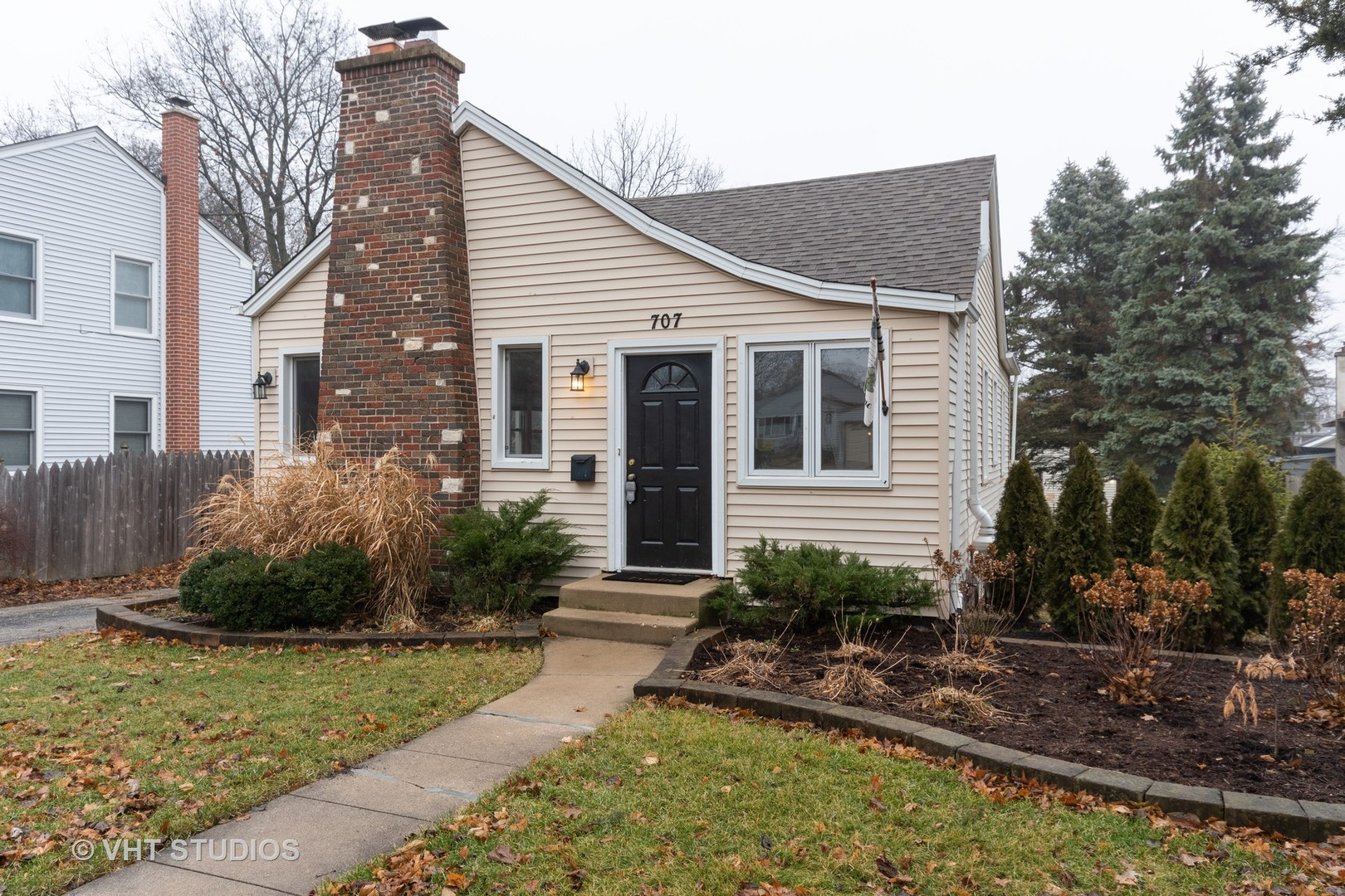 Photo for 707 Richards Street, Geneva, IL 60134 (MLS # 10607950)