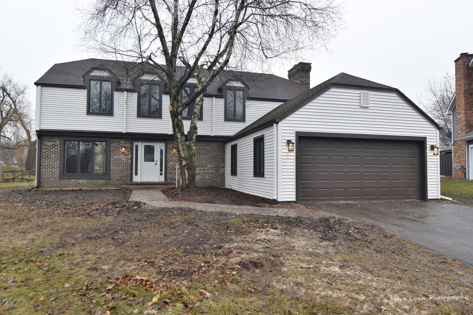 Photo for 33 Southgate Course, St. Charles, IL 60174 (MLS # 10608755)