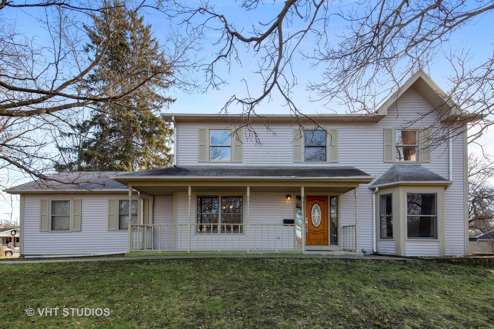 Photo for 547 Woodland Drive, Crystal Lake, IL 60014 (MLS # 10609774)