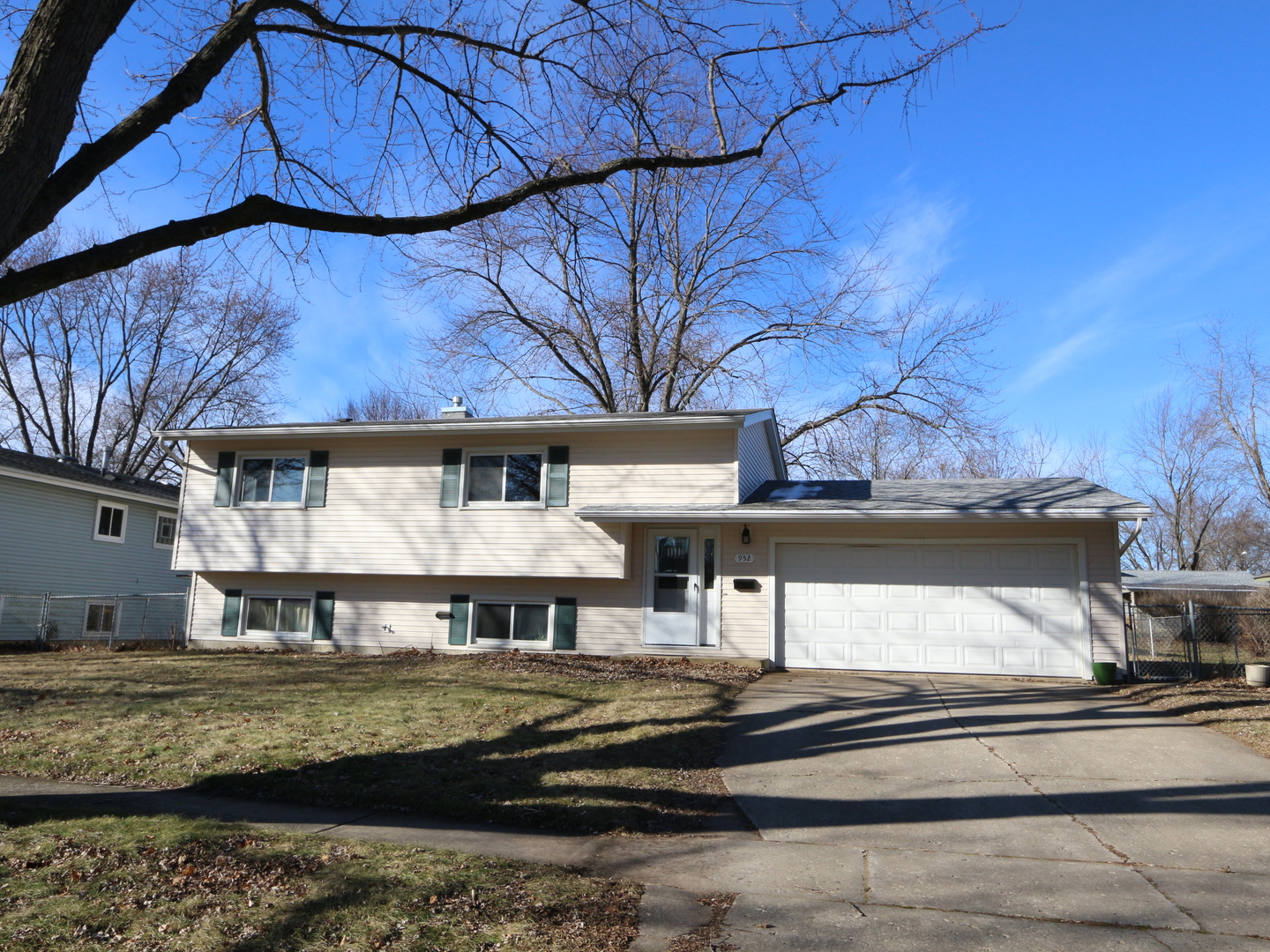 Photo for 952 Cambridge Lane, Crystal Lake, IL 60014 (MLS # 10609783)