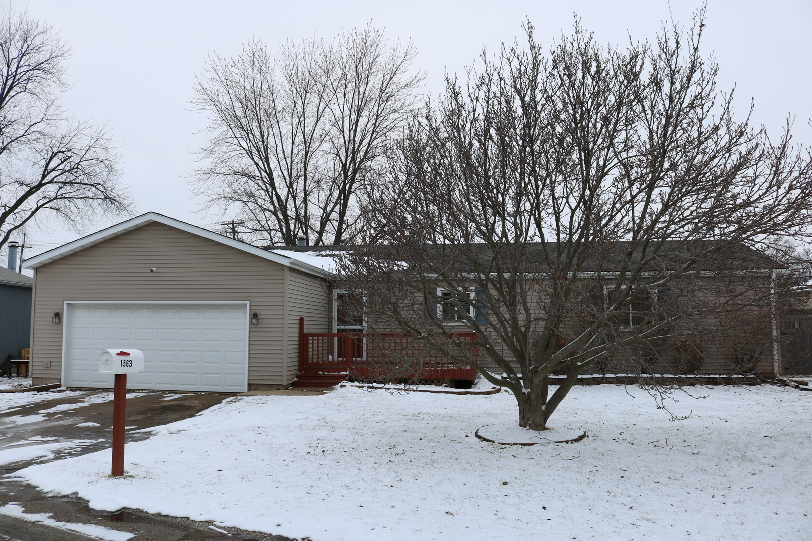 Photo for 1563 Meadowbrook Court, Sycamore, IL 60178 (MLS # 10610639)