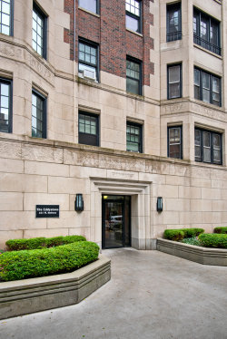 Photo of 421 W Melrose Street, Unit Number 8C, Chicago, IL 60657 (MLS # 10611050)