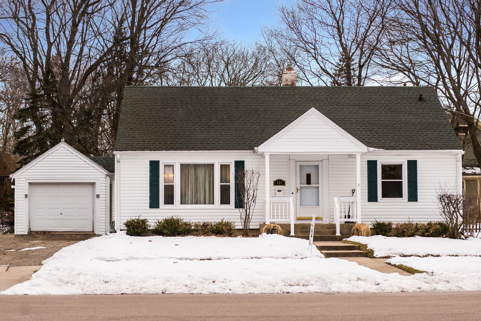 Photo for 621 Meadow Lane, Sycamore, IL 60178 (MLS # 10630624)
