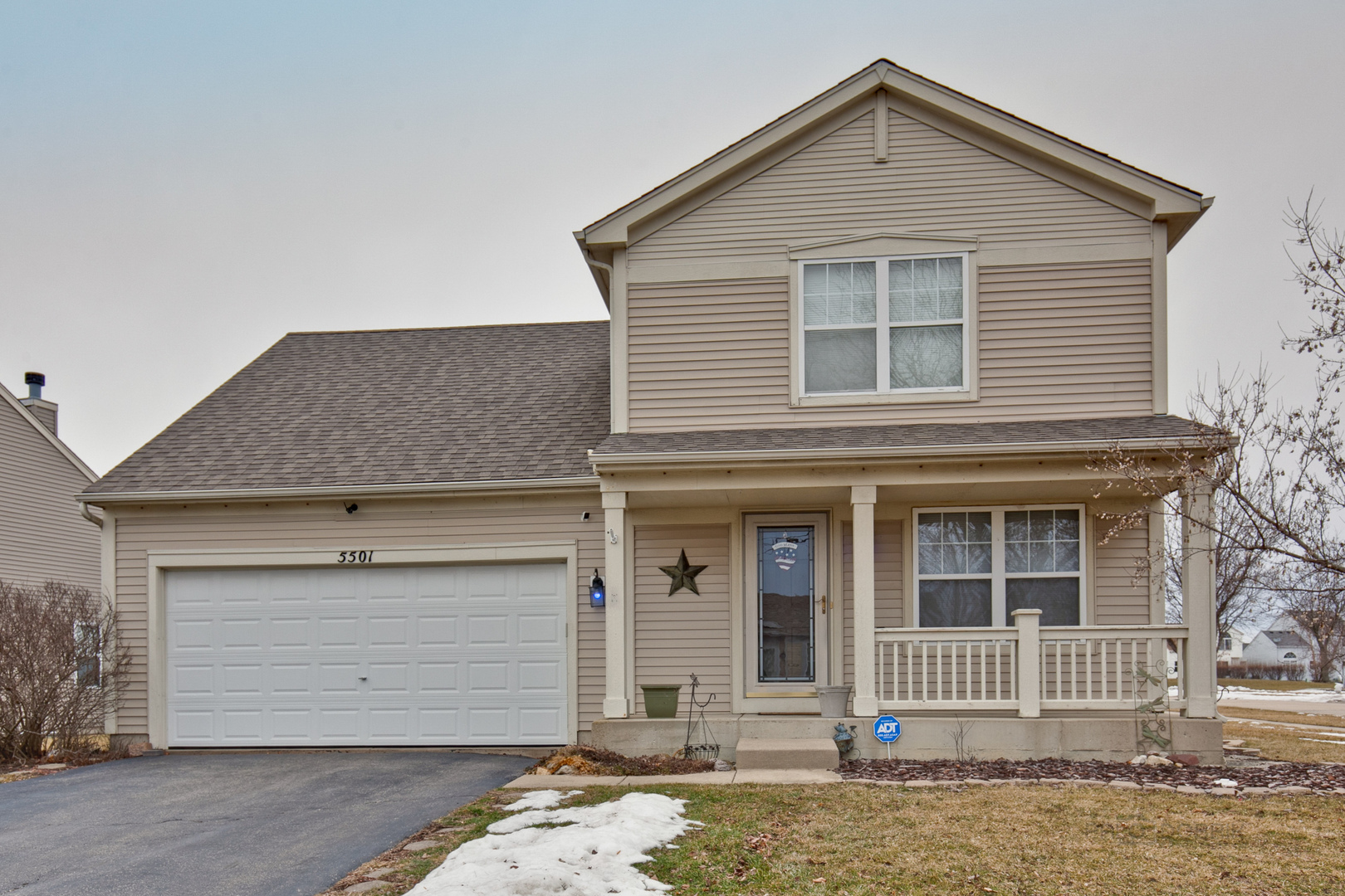 Photo for 5501 Windgate Way, Lake In The Hills, IL 60156 (MLS # 10630842)