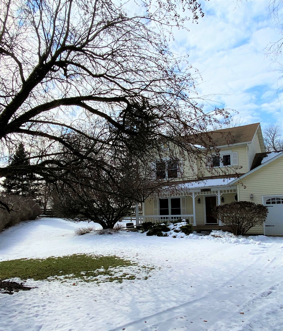 Photo for 2011 Greenwood Road, Woodstock, IL 60098 (MLS # 10632109)