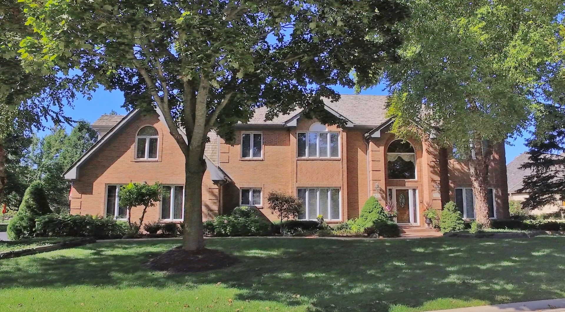Photo for 421 Mason Lane, Lake In The Hills, IL 60156 (MLS # 10632804)
