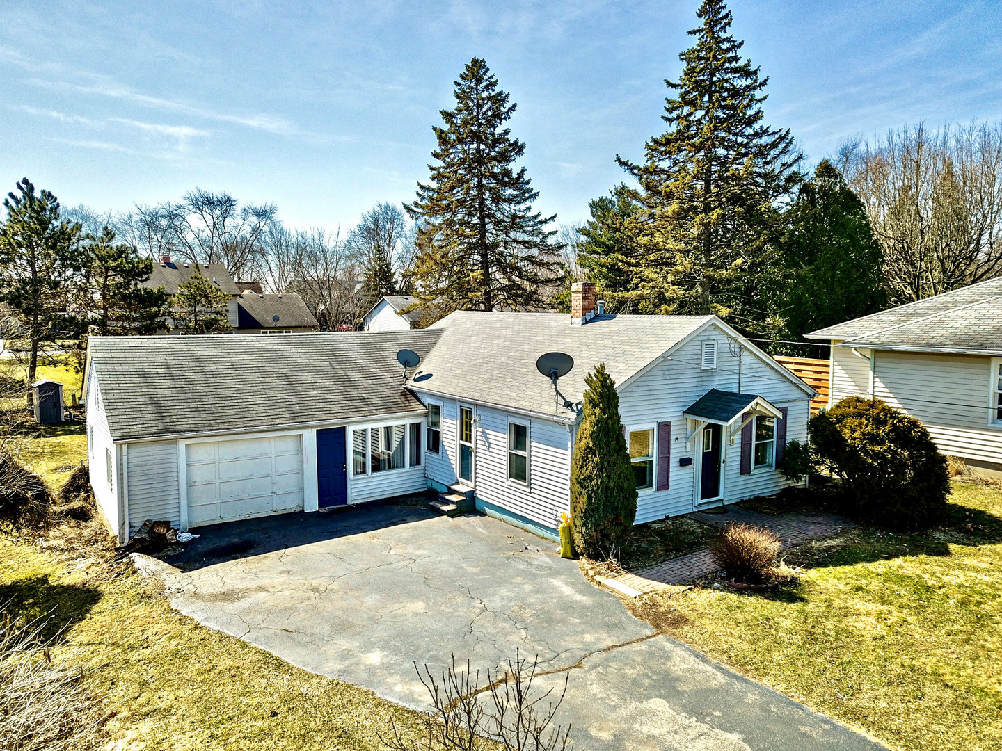 Photo for 508 Burbank Avenue, Woodstock, IL 60098 (MLS # 10634255)