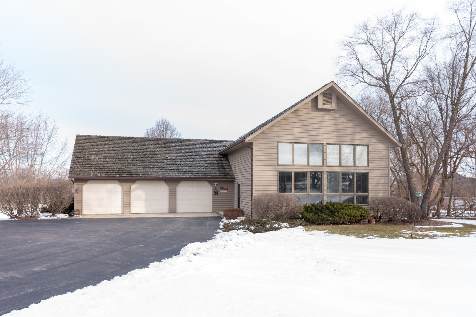 Photo for 40W516 Bowes Road, Elgin, IL 60124 (MLS # 10636556)
