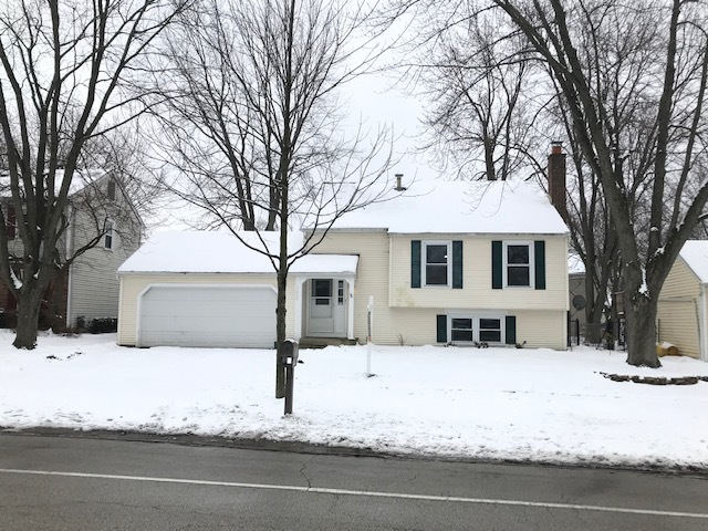 Photo for 1455 Madison Avenue, St. Charles, IL 60174 (MLS # 10637416)