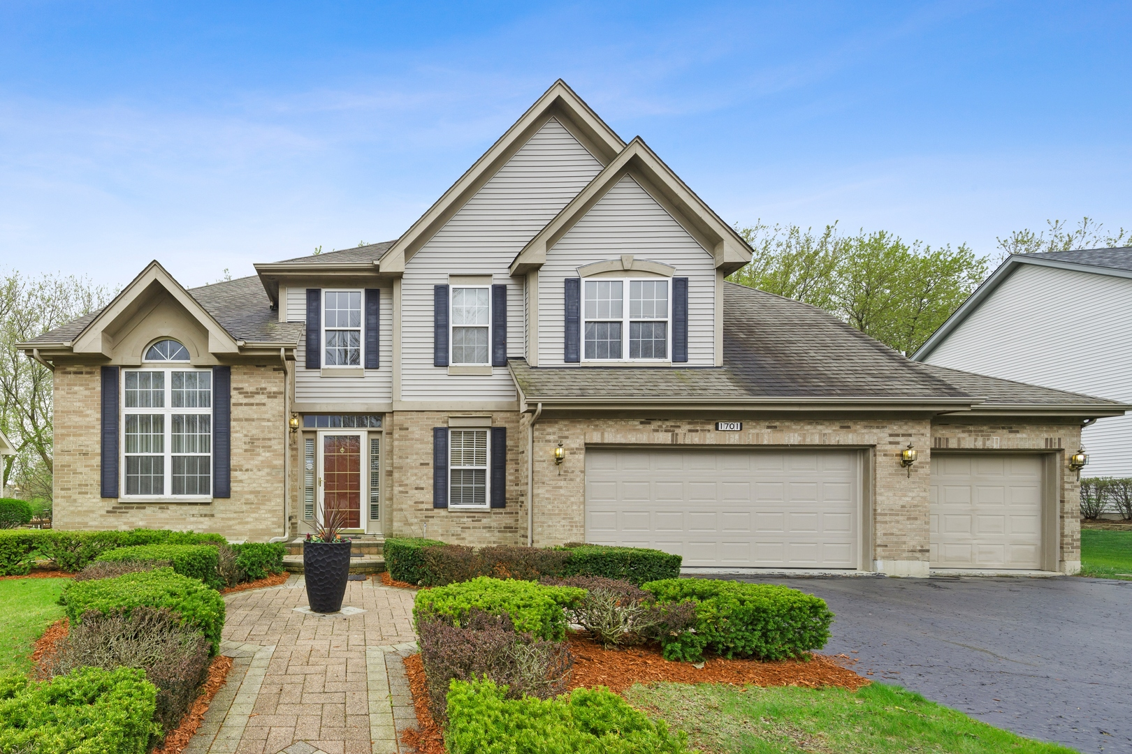 Photo for 1701 Rolling Hills Drive, Crystal Lake, IL 60014 (MLS # 10637982)