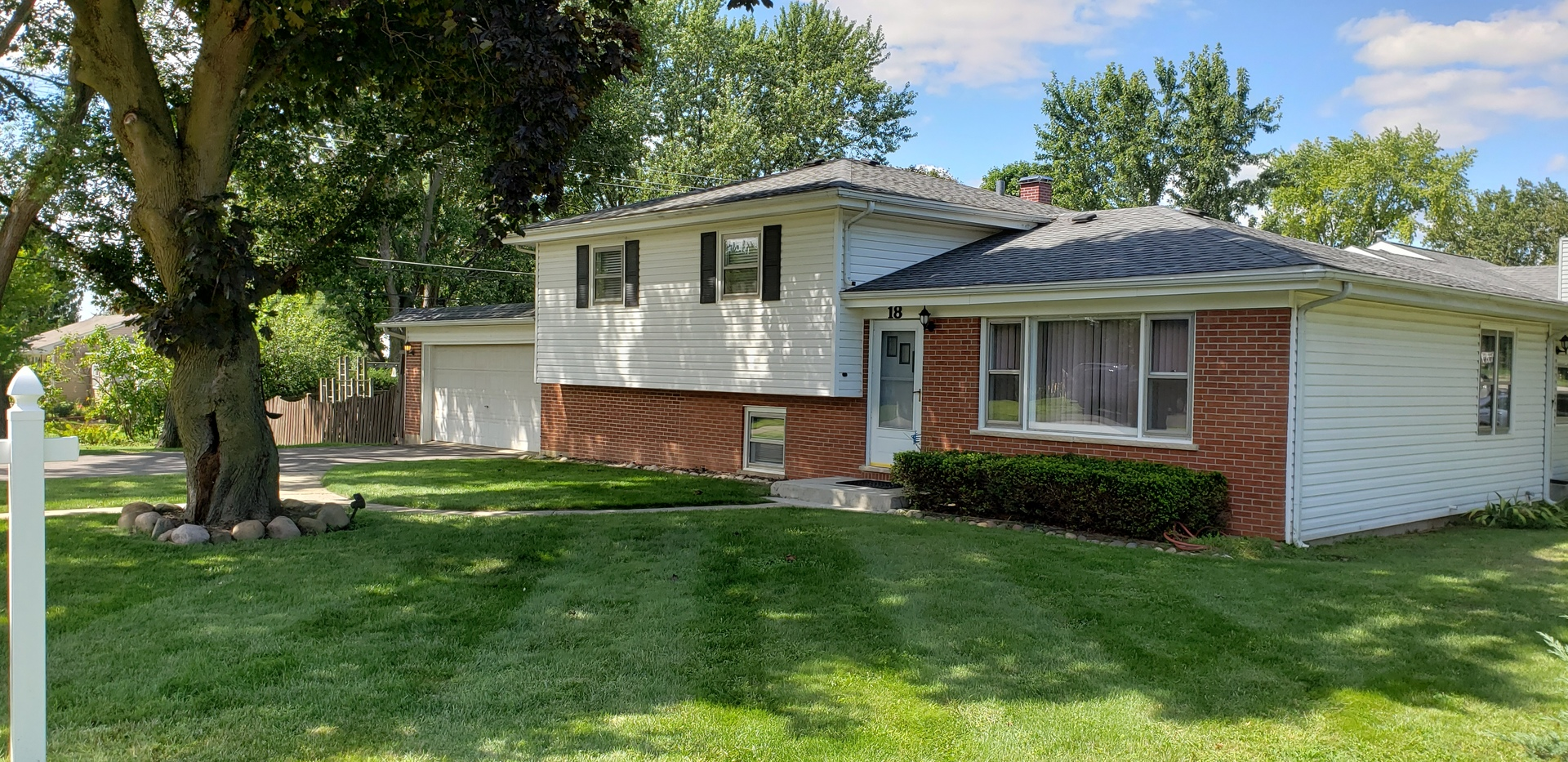 Photo for 18 Lincoln Street, Lake In The Hills, IL 60156 (MLS # 10638042)