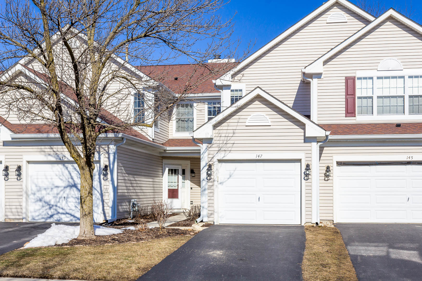 Photo for 147 Polaris Drive, Lake In The Hills, IL 60156 (MLS # 10642616)