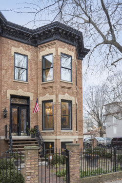Photo of 900 W Webster Avenue, Chicago, IL 60614 (MLS # 10647444)