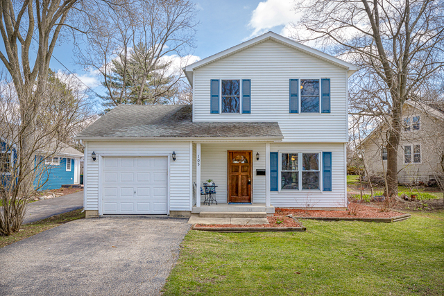 Photo for 105 S Oriole Trail, Crystal Lake, IL 60014 (MLS # 10663622)