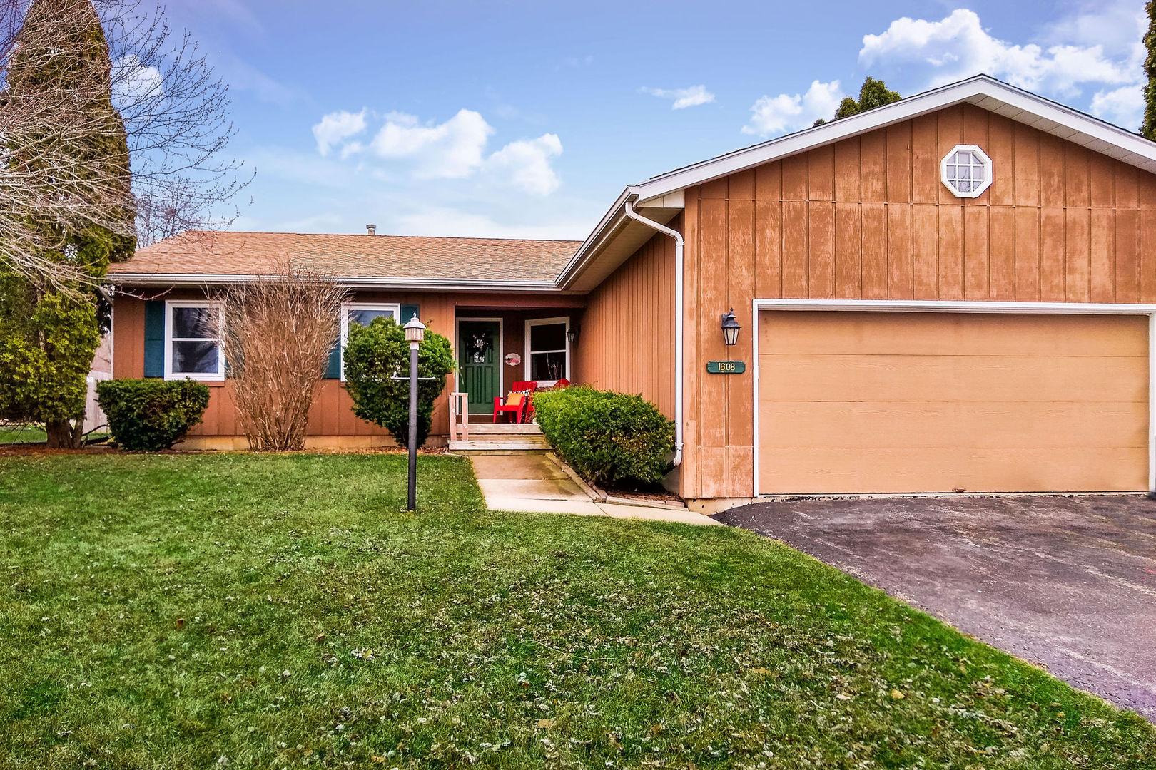 Photo for 1608 Longwood Drive, Sycamore, IL 60178 (MLS # 10666430)