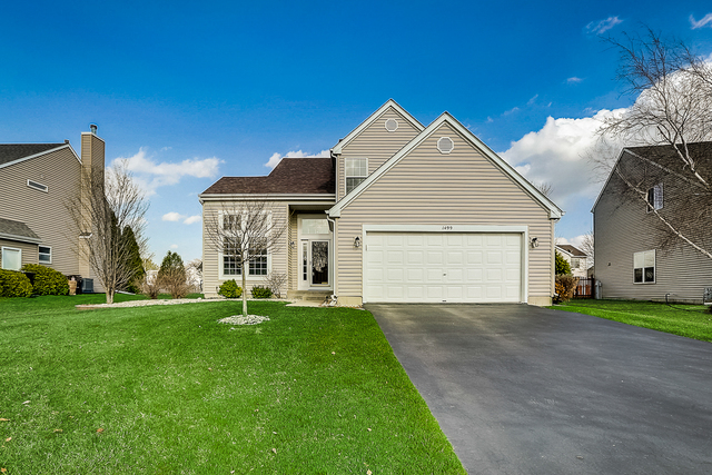Photo for 1499 Tanglewood Drive, Crystal Lake, IL 60014 (MLS # 10669855)