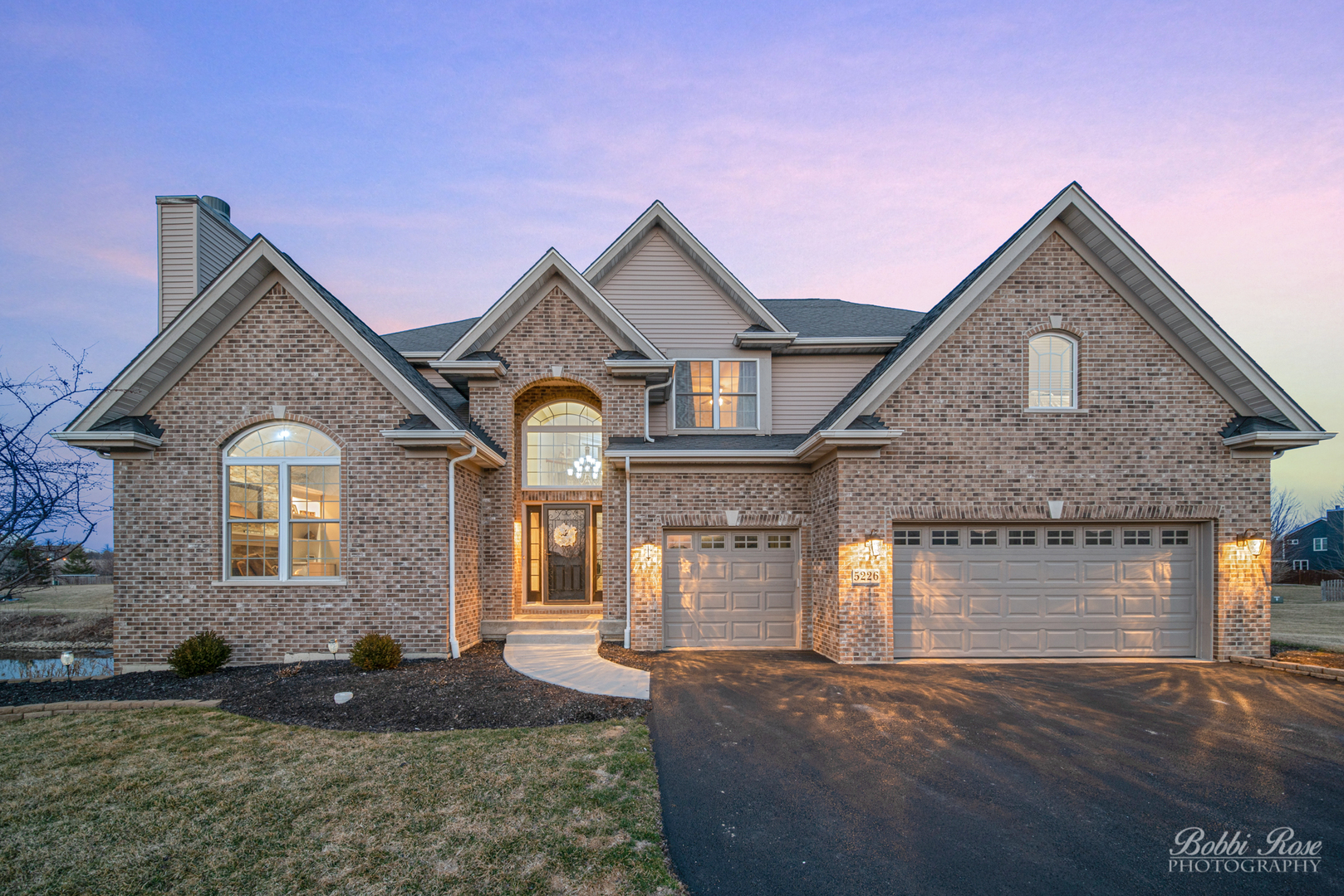 Photo for 5226 Greenshire Circle, Lake In The Hills, IL 60156 (MLS # 10672523)