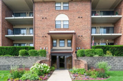 Photo of 700 Weidner Road, Unit Number 104, Buffalo Grove, IL 60089 (MLS # 10673214)