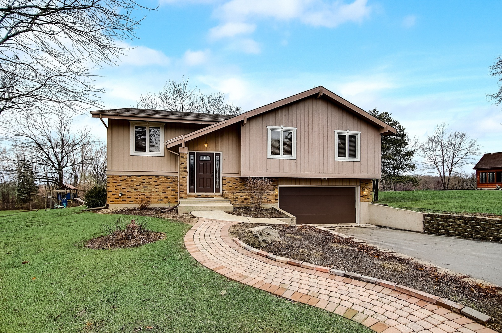 Photo for 6313 Ridgeview Drive, Huntley, IL 60142 (MLS # 10673980)