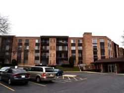 Photo of 1103 S Hunt Club Drive, Unit Number 124, Mount Prospect, IL 60056 (MLS # 10675292)