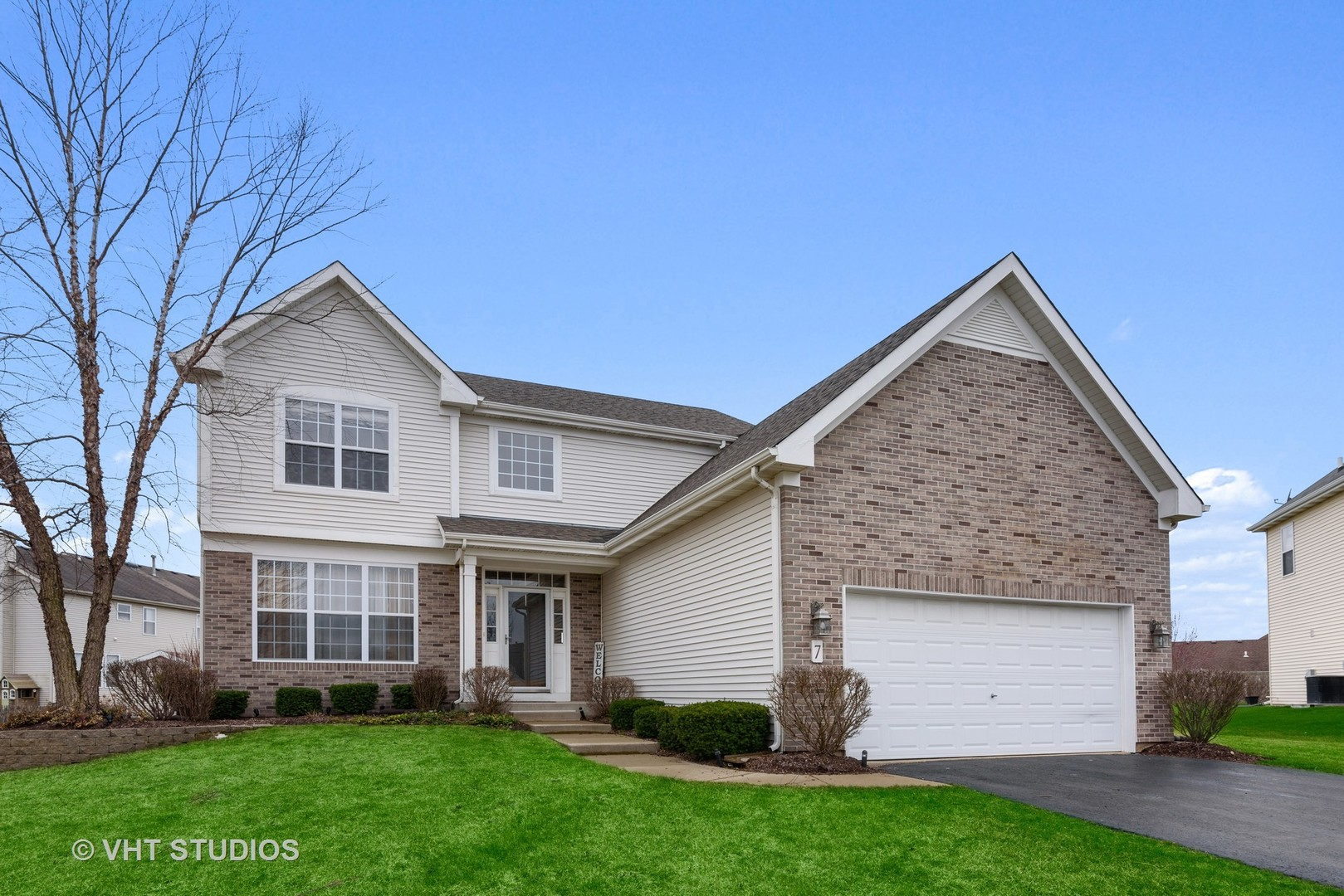 Photo for 7 Lake Plumleigh Court, Algonquin, IL 60102 (MLS # 10675711)