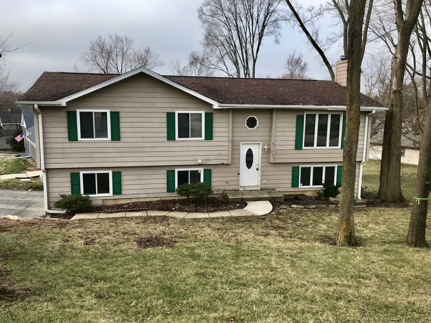 Photo for 754 Willow Street, Lake In The Hills, IL 60156 (MLS # 10676112)