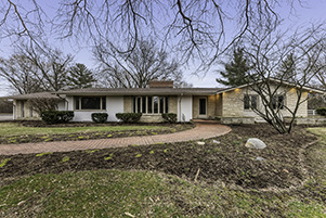 Photo for 67 Hills And Dales Road, Barrington, IL 60010 (MLS # 10678051)