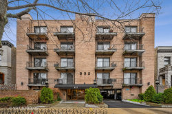 Photo of 832 W Oakdale Avenue, Unit Number 1J, Chicago, IL 60657 (MLS # 10682373)
