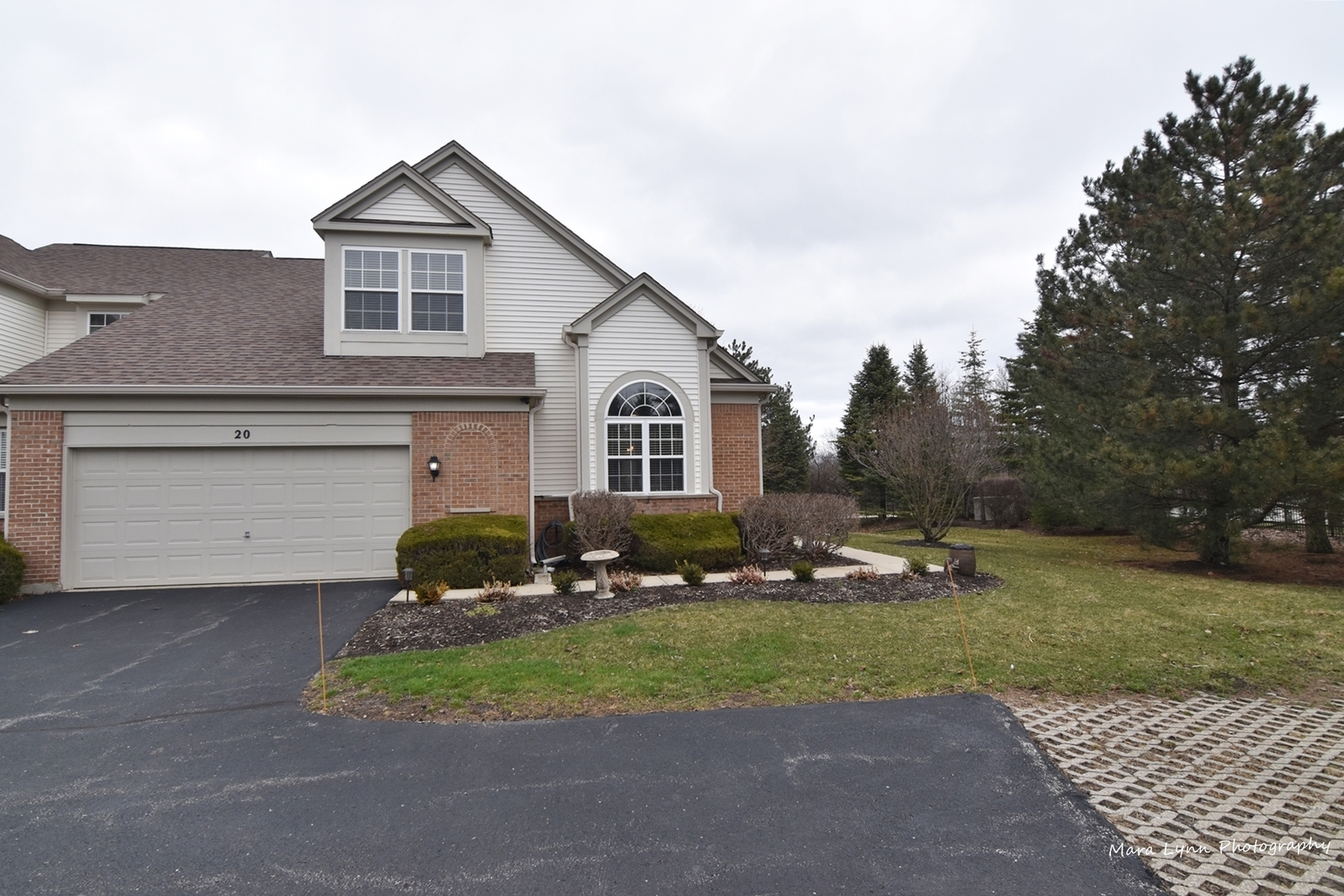 Photo for 20 Waterfront Court, Algonquin, IL 60102 (MLS # 10683105)
