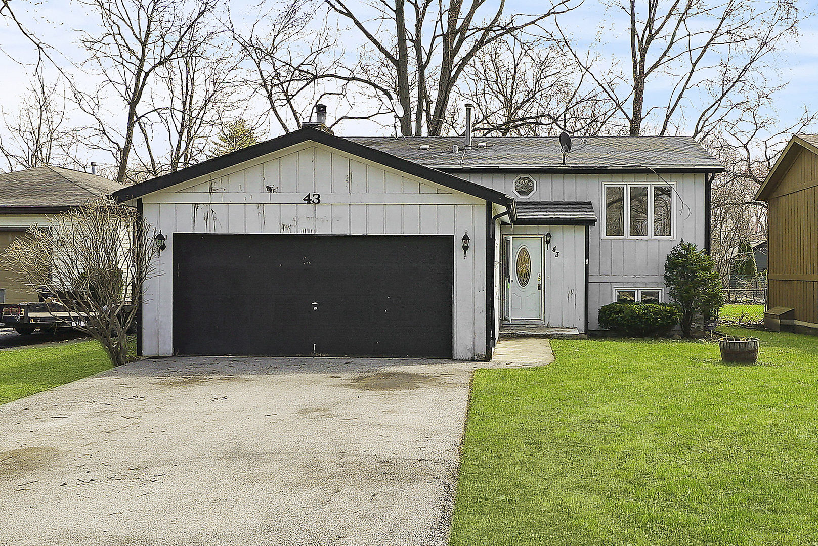 Photo for 43 Honeysuckle Lane, Crystal Lake, IL 60014 (MLS # 10689392)