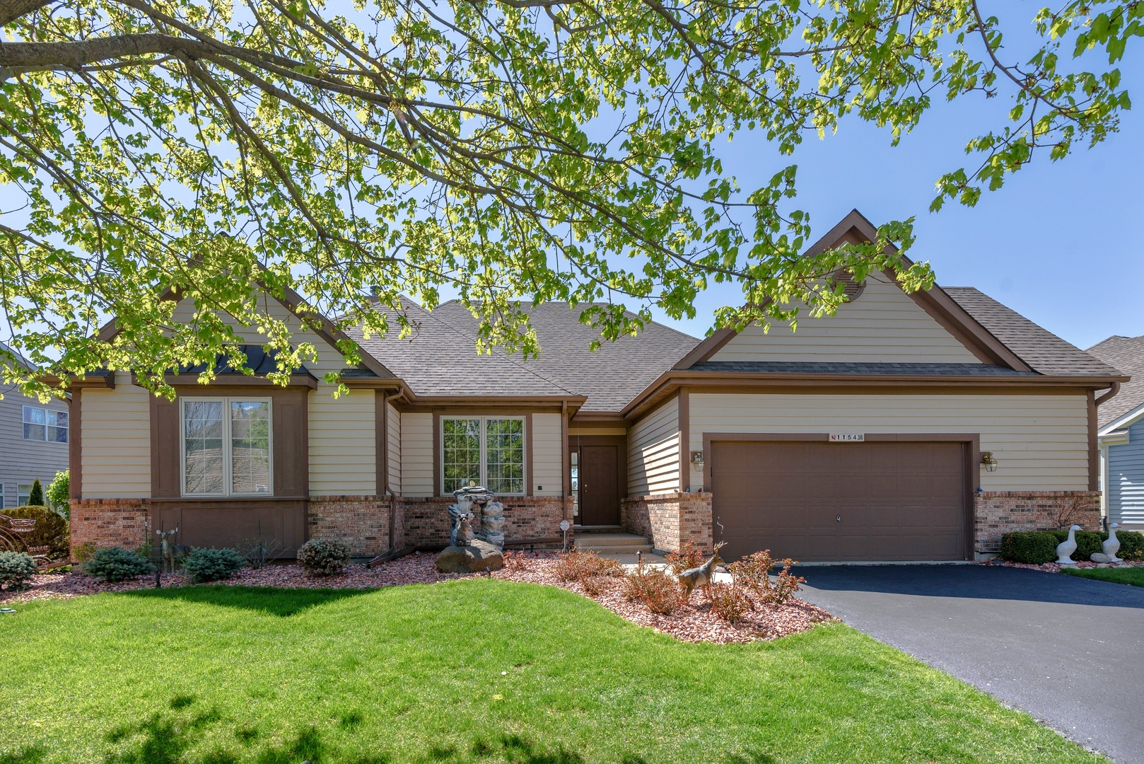 Photo for 1154 Ridgewood Circle, Lake In The Hills, IL 60156 (MLS # 10714368)