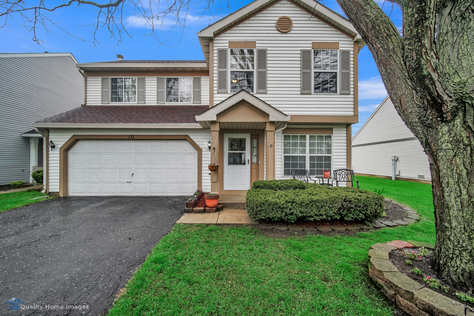 Photo for 10 Crabapple Court, Lake In The Hills, IL 60156 (MLS # 10716885)