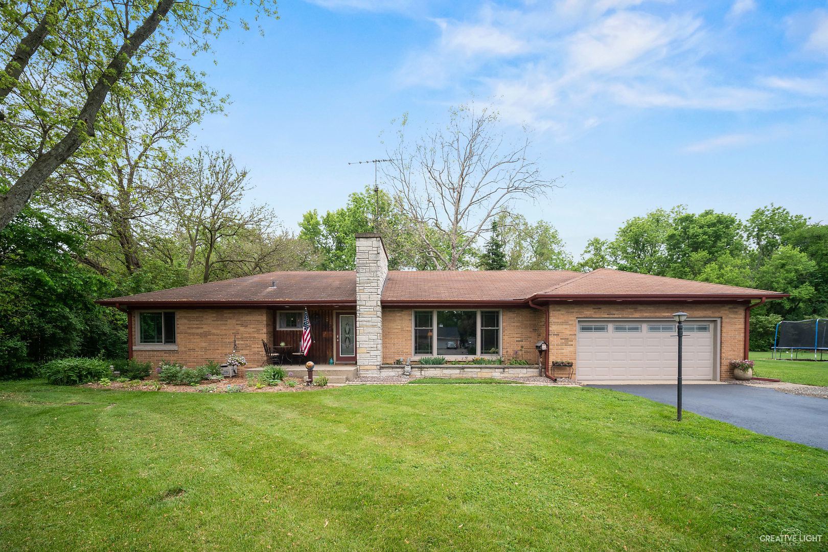 Photo for 543 Maple Lane, Batavia, IL 60510 (MLS # 10728295)