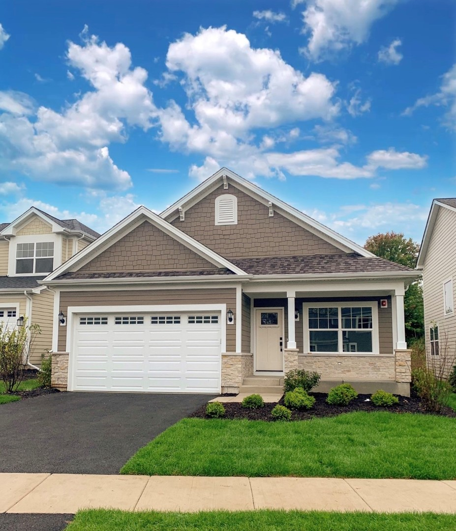 Photo for 1401 Somerset Place, Barrington, IL 60010 (MLS # 10765430)