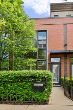 Photo of 629 W Oak Street, Chicago, IL 60610 (MLS # 10781564)