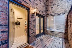 Photo of 832 W Barry Avenue, Unit Number 2, Chicago, IL 60657 (MLS # 10782323)