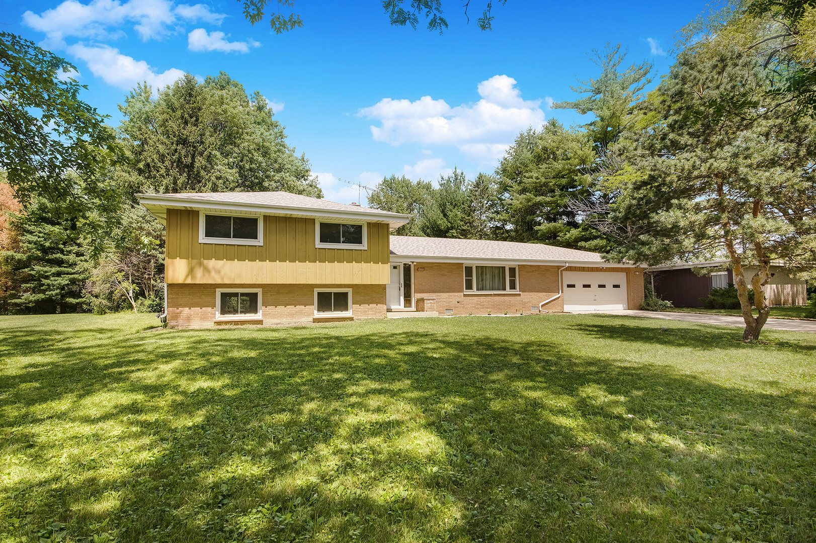 Photo for 702 86th Place, Downers Grove, IL 60516 (MLS # 10794797)