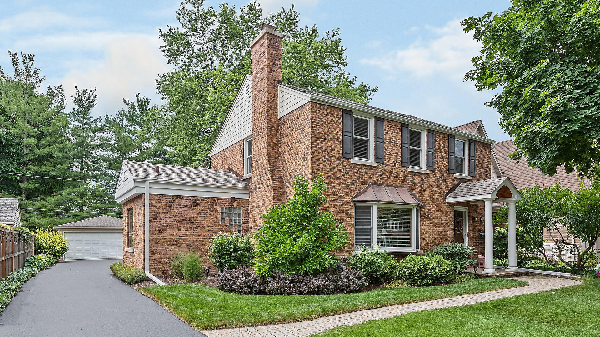Photo for 5616 Plymouth Street, Downers Grove, IL 60516 (MLS # 10797587)