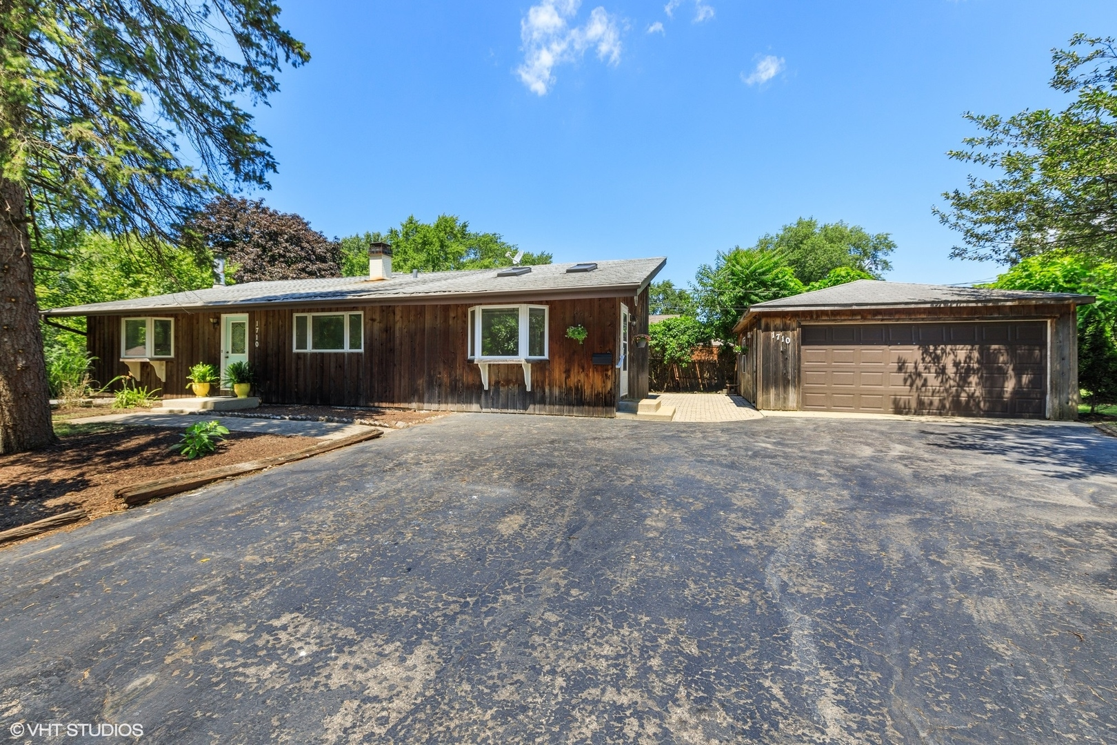 Photo for 1710 61st Street, Downers Grove, IL 60516 (MLS # 10799138)