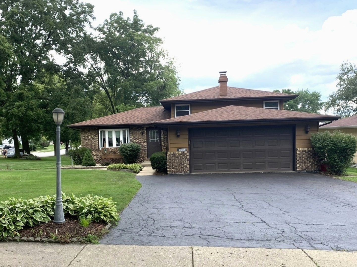 Photo for 850 W Spring Street, South Elgin, IL 60177 (MLS # 10802997)