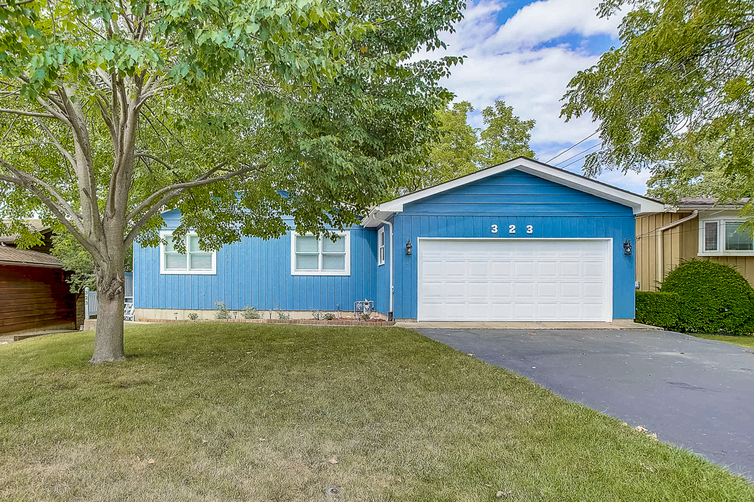 Photo for 323 Pheasant Trail, Lake In The Hills, IL 60156 (MLS # 10812868)