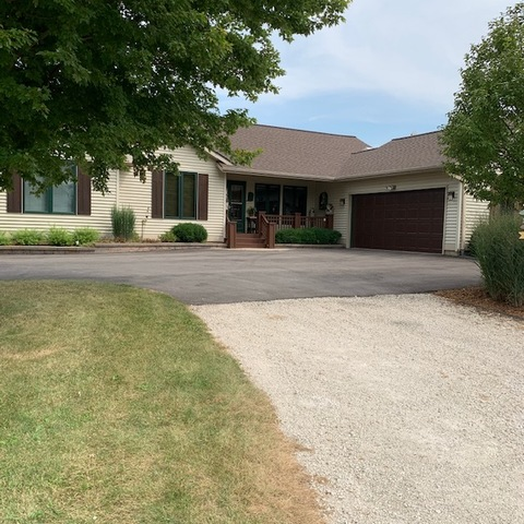 Photo for 27102 5 Points Road, Sycamore, IL 60178 (MLS # 10813867)