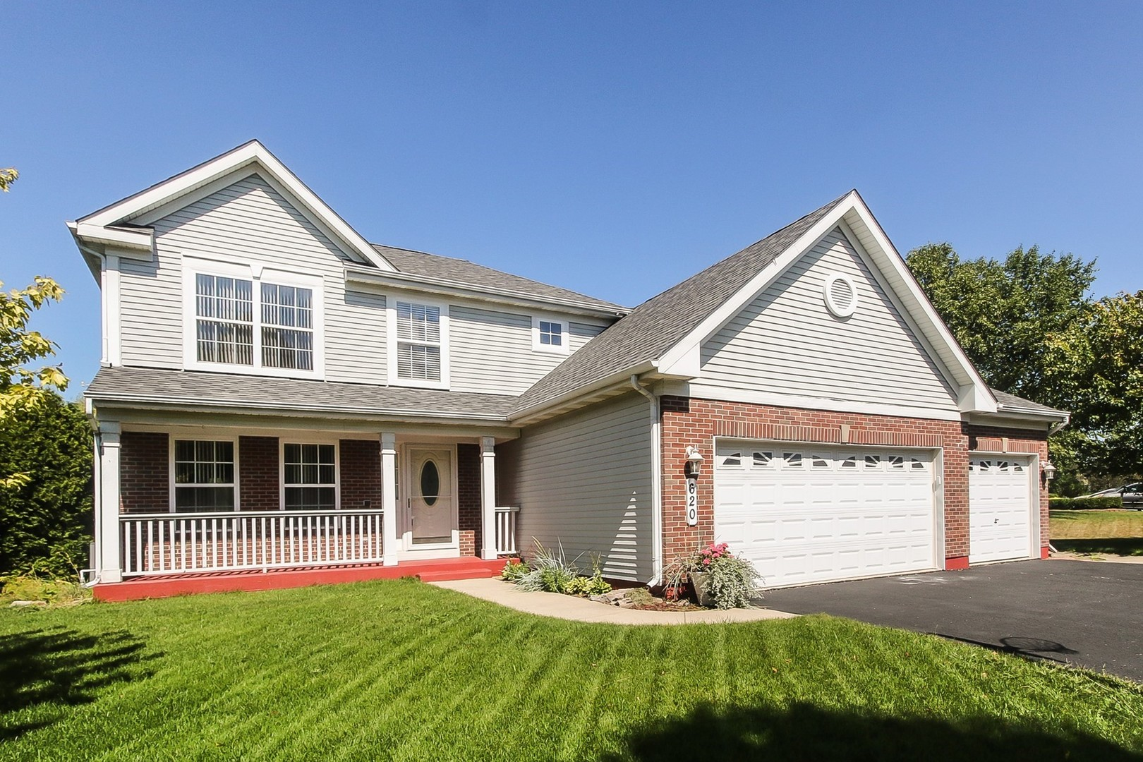 Photo for 620 Lake Plumleigh Way, Algonquin, IL 60102 (MLS # 10825615)