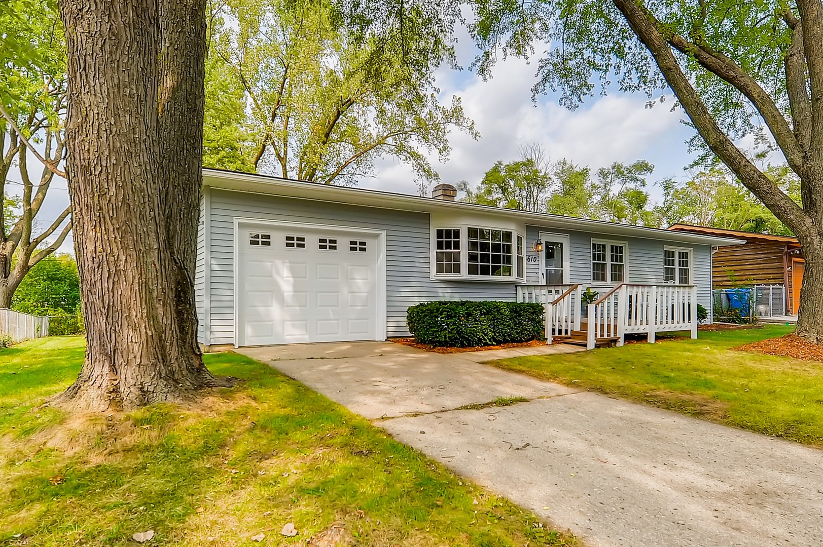 Photo for 610 Williams Drive, South Elgin, IL 60177 (MLS # 10828926)