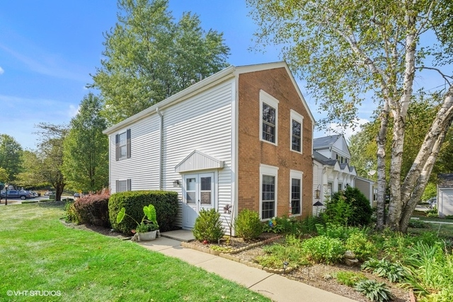 Photo for 166 Bright Oaks Circle, Cary, IL 60013 (MLS # 10837425)