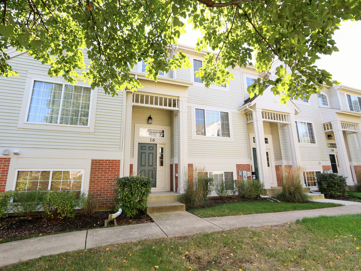 Photo for 16 New Haven Drive, Unit Number 16, Cary, IL 60013 (MLS # 10857784)