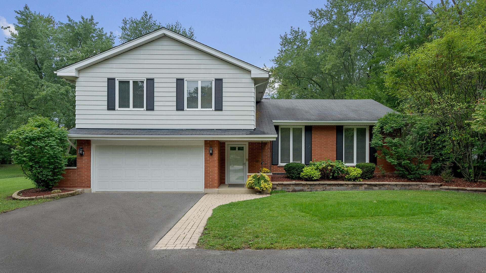 Photo for 8740 Lemont Road, Downers Grove, IL 60516 (MLS # 10858598)