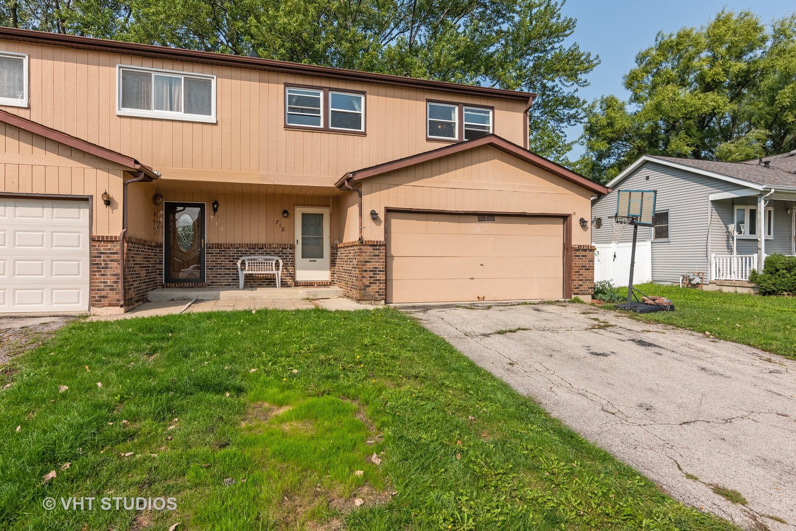 Photo for 718 Dean Drive, South Elgin, IL 60177 (MLS # 10862423)