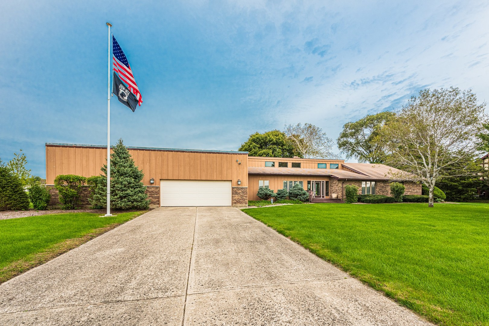 Photo for 48W528 Chandelle Drive, Hampshire, IL 60140 (MLS # 10879207)